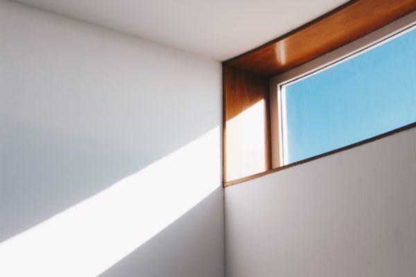 Laat het zonlicht binnen, niet de wind.
